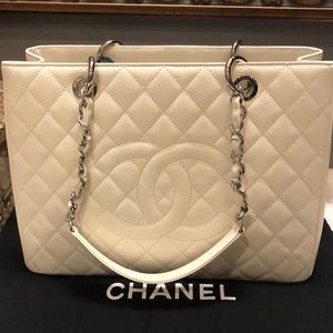 CHANEL Bags - LARGE WHITE CHANEL TOTE BAG 30CM
